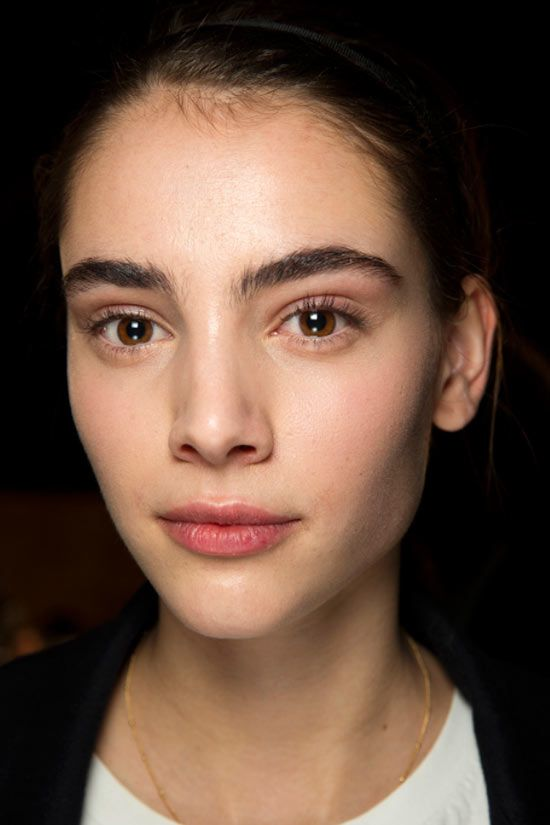 Spring/ Summer 2016 Couture Beauty Trends: Brushed Bushy Eyebrows @ Giambattista Valli