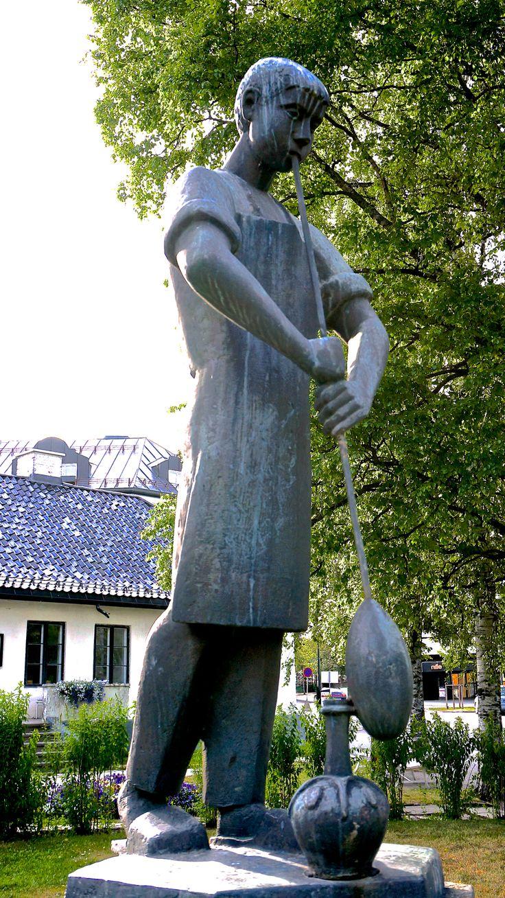 """""""Glassblaåseren"""" av Skule Waksvik (1927 - ) Kauffeldtgården"""