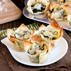 Spinach Artichoke Lasagna Cups by snixykitchen: Sour Cream, Tortillas Chips, Parties Appetizers, Artichokes Lasagna, Cream Cheese, Lasagna Bites, Lasagna Cups, Spinach Artichokes Dips, Artichokes Mushrooms