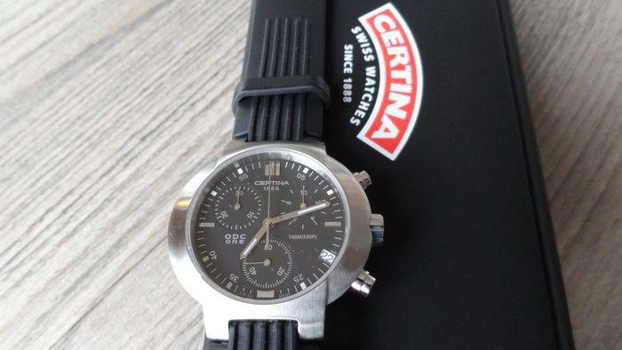 Certina - ODC One - Chronograph - Heren horloge- Nieuw - 2016  - Certina (ongedragen horloge))- ODC One - Chronograph tot tiende seconde nauwkeurig!- Ref. 22 009- Prod. nr: 536.110.42 QKK-JA-11120 - 100 meter waterresistent - Datum stopwatch en aparte secondenwijzer. - Diameter breed 43 mm incl. kroon en 36 mm hoog- Fluoriserende wijzers (voor in het donker)- Horloge loopt perfect op tijd.- Totale lengte rubberen horlogeband: 245 cm- Horloge is nieuw en compleet met papieren en mooie luxe…