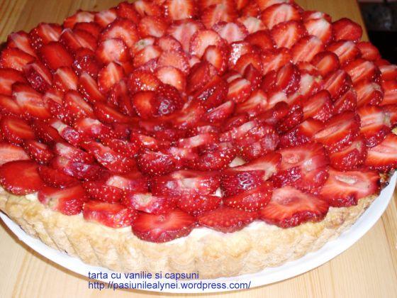 tarta cu vanilie si capsuni http://pasiunilealynei.wordpress.com/retete/prajituri/tarte-placinte/tarta-cu-vanilie-si-capsuni/