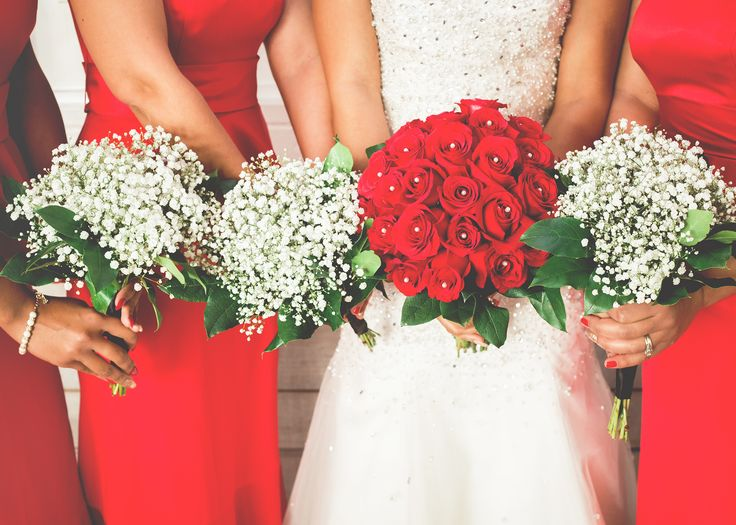 Red and White Winter Bouquet Ideas, Roses and Baby's Breath Bouquets, Red Rose Bouquet, Bridesmaid Photo Ideas | Image by Tigerlily Photography of Raleigh/Cary, NC