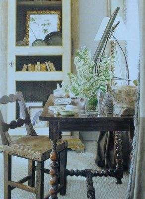 I'm always curious about how interior designers design their own homes. Barbara  Wiseley's Santa Barbara home- featured below -does not disa.