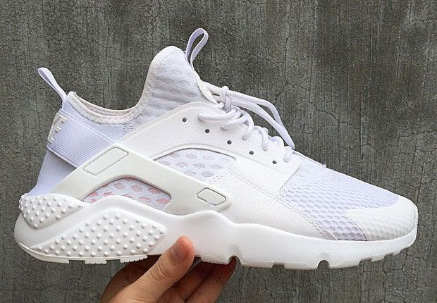 We have been seeing a lot of the Nike Air Huarache model this year in various forms, and now we have a brand new silhouette to add to the mix. Up next the Nike Air Huarache is getting a slight makeover and will be coming in a 'Utility' themed build this time around. The Nike