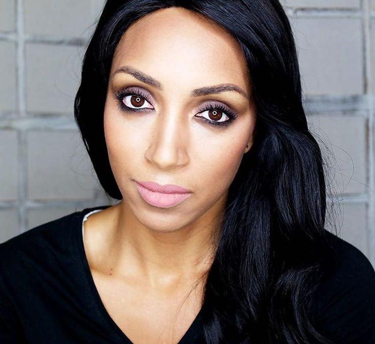 Adoro truccarmi, credo si sia leggermente intuito😬 Ho imparato nel tempo (anche grazie a vari corsi) ad amare questa arte ed a saper valorizzare il mio viso, i miei occhi ed anche i miei difetti. Detto questo, di cosa parliamo domani sul blog? Che sia arrivato il momento di un nuovo video make-up??👄😬