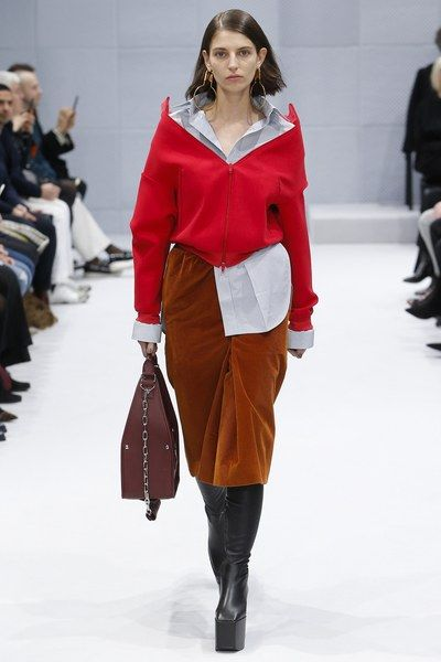 See the complete Balenciaga Fall 2016 Ready-to-Wear collection.