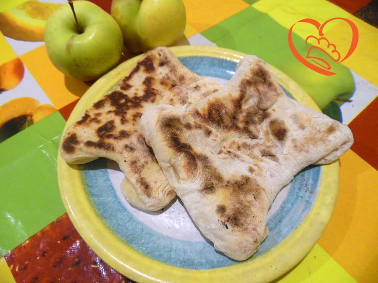 Cheese naan http://www.cuocaperpassione.it/ricetta/963c1f4c-9f72-6375-b10c-ff0000780917/Cheese_naan