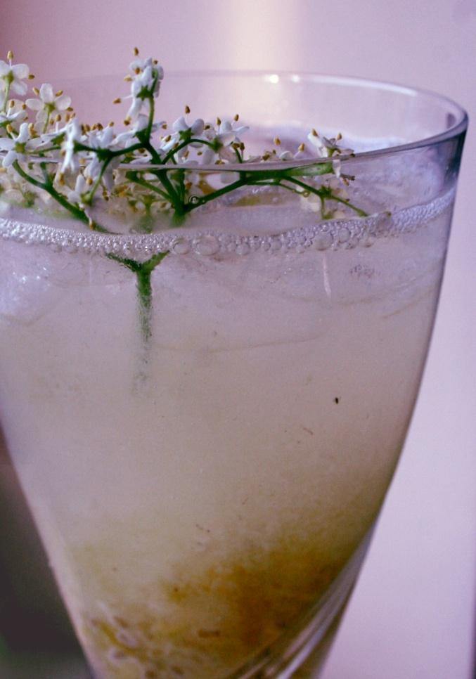 gooseberry and elderflower cocktail - use some st. elder #elderflower liqueur.