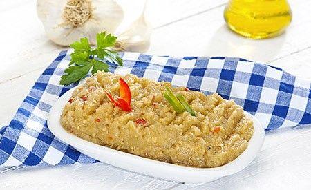 Ein basischer Brotaufstrich auf Grundlage von Kartoffeln und frischen Kräutern lässt einen besonders leckeren Brotaufstrich vermuten. Dieser Kartoffelaufstrich ist eine vegetarische alternative zu gängigen Brotbelägen.