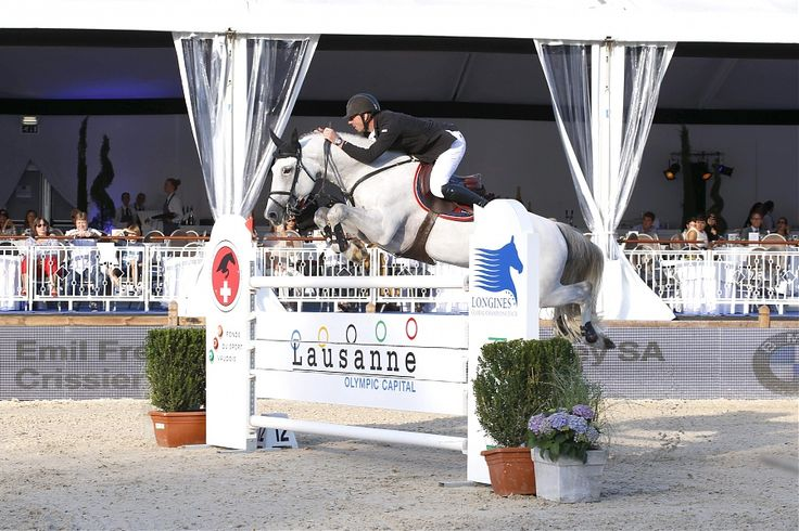 Jur Vrieling and Zirocco Blue on their way to 2nd place in the Prix du Qatar #showjumping #JumpGlobal