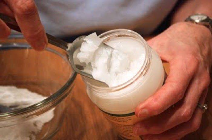 Faça seu próprio desodorante com ingredientes naturais: bicarbonato e óleo de coco | Cura pela Natureza