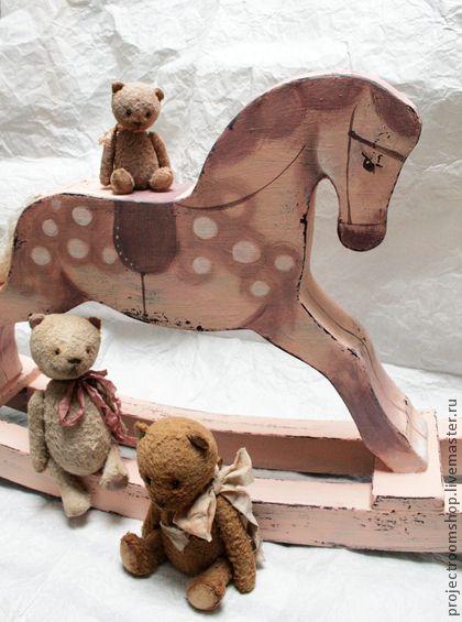 Лошадка-качалка декоративная от Project Room Atelier! Размер 56х40 см. Подойдет для украшения детской комнаты или интерьера в ностальгическом винтажном стиле. Внимание! Лошадка декоративная не подходит для игры) В наличии в бледно-розовом и мятном цвете!