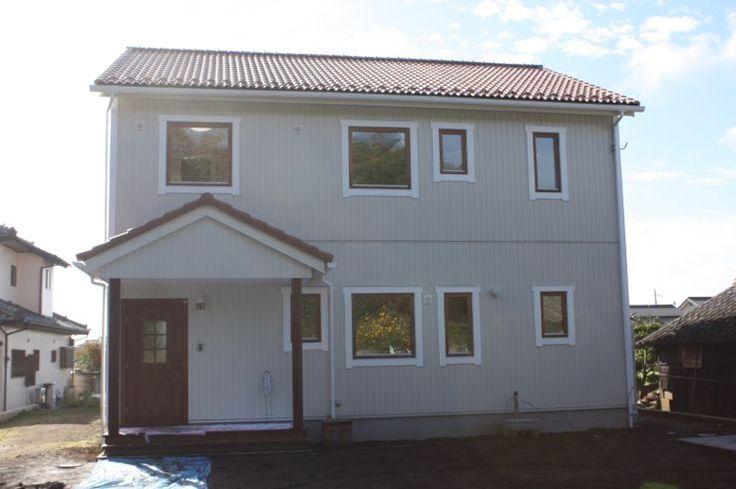 木製サッシを使用したスウェーデンスタイルの2世帯住宅