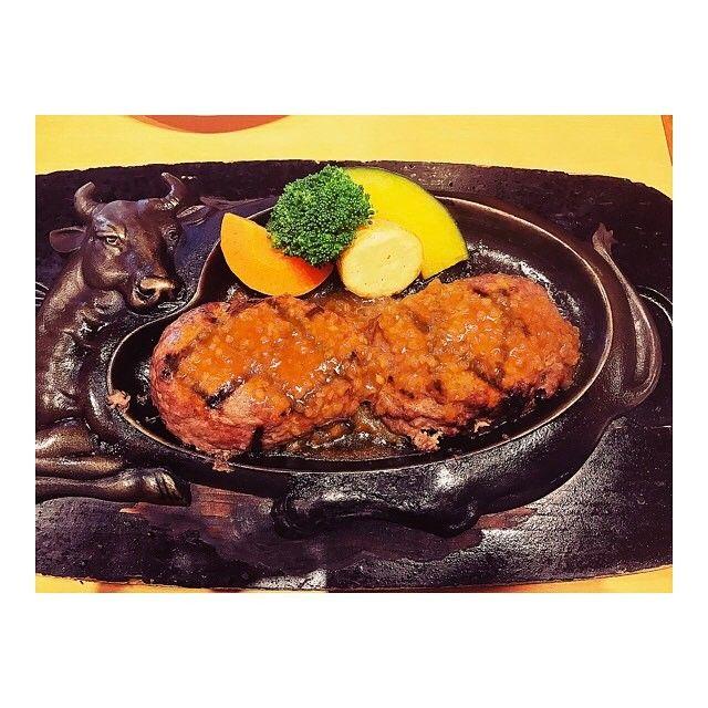 #20170409 #ずっと食べたかった #げんこつハンバーグ 😍😍🍴 #昼過ぎでも50分待ち 💫 #待って良かった 🤤✨ #肉肉しいハンバーグ #大満足 😋✨ #バスケ旅#静岡#ランチ#さわやか#ハンバーグ#肉#赤身#めちゃうま#shizuoka#lunch#hamburg#delicious#food#yummy#love#happy