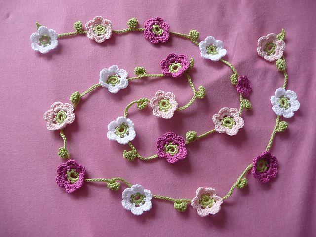 crochet garland... I so wish I could crochet!