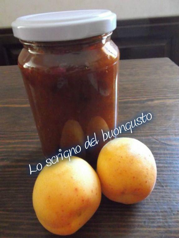 MARMELLATA DI ALBICOCCHE  CLICCA QUI PER LA RICETTA http://www.loscrignodelbuongusto.com/ricette-dolci/sorbetti,-creme,-gelati-e-frutta-in-conserva/580-marmellata-di-albicocche.html