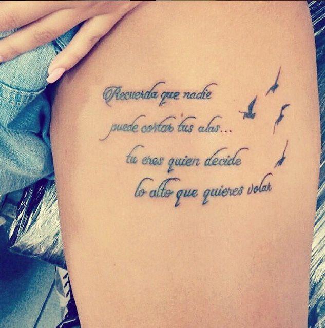 pierna de una chica con una frase tatuada en español