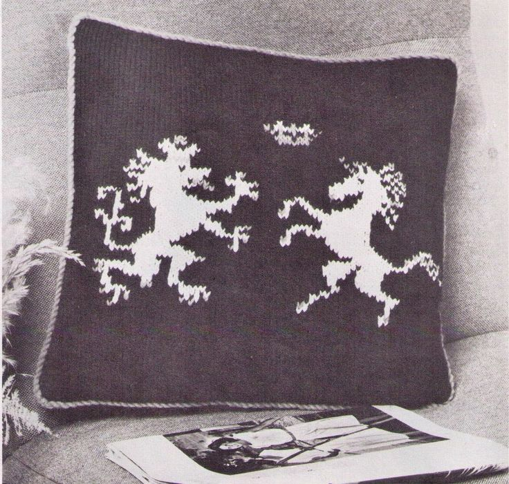 VINTAGE BRITISH HERALDIC LION & THE UNICORN CUSHION 41CMS 8 PLY KNITTING PATTERN