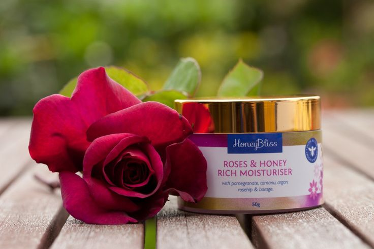 Roses & Honey Moisturiser RICH 50gm jar. Gorgeous, deeply hydrating creamy yellow blend  with nourishing, anti-inflammatory & skin cell rejuvenating and healing properties.With pomegranate, raspberry, blackcurrant seed, tamanu, rosehip, argan & borage oils. Oils chosen for their high % of essential fatty acids, anti oxidants, vitamins A to E and minerals to assist with skin pigmentation and hydration problems, while slowing the skin cell aging process.