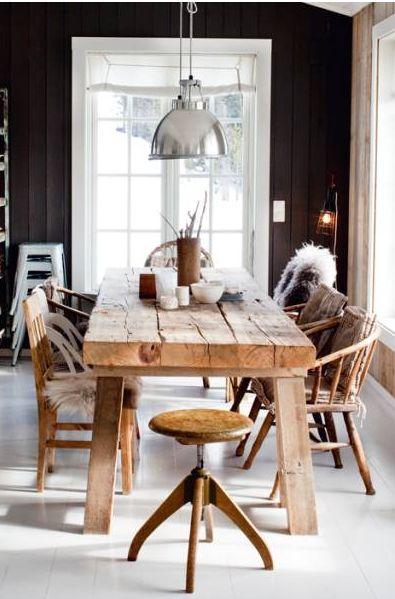 Rustikt matsalsbord