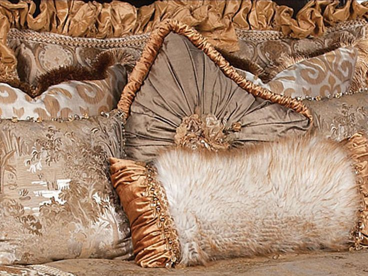 Reilly-Chance Collection Luxury Bedding http://reilly-chanceliving.com/collections/bedding/products/alessandra