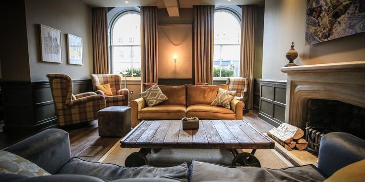 REVIEW | With chic interiors, a warm doggy welcome and tranquil spa, the dog friendly King's Head Cirencester proved to be a relaxing haven in the Cotswolds for the two and four legged. http://www.styletails.com/2017/03/29/a-stylish-dog-friendly-stay-at-the-kings-head-hotel-in-the-cotswolds/