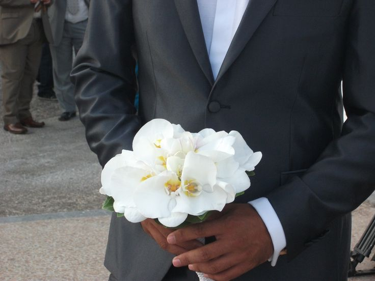 #white#phalenopsis#orchids#bridal#bouquet