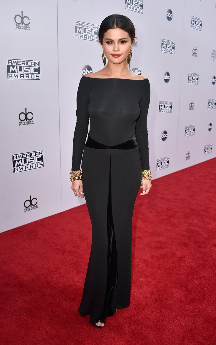 Pin for Later: Seht hier alle Stars auf dem roten Teppich bei den American Music Awards! Selena Gomez