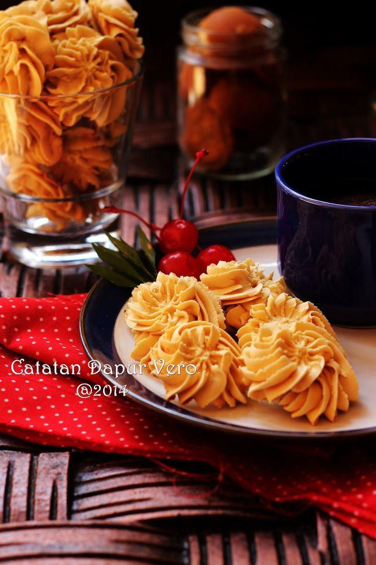 http://catatandapurnyavero.blogspot.com/2014/07/kue-kering-gula-merah-semprit-gula-merah.html