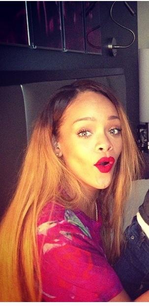Rihanna riri badgalriri agzini burnunu yerim:)