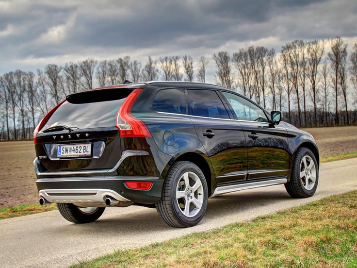 [Volvo XC60 T6 R-Design] Der Volvo XC60 erfreut sich als familienfreundlicher SUV großer Beliebtheit, der T6 ist dabei das Spitzenmodell der Reihe. In unserem Test zeigt der starke Volvo, was er kann. #volvo #xc60 #suv