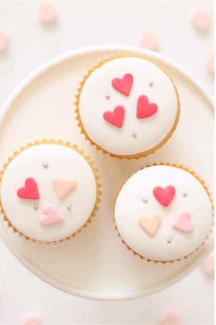Adorable Valentine cupcakes.