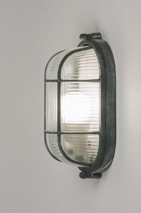 art 10962 Deze retro plafondlamp zal door velen onder ons herkend worden. Het armatuur is tijdloos en voor diverse doeleinden te gebruiken. Voorheen wellicht gebruikt als kelder of zolderlamp maar nu een lamp die gezien mag worden! Het industriële, stoere karakter past helemaal in het trendbeeld van nu. http://www.rietveldlicht.nl/artikel/plafondlamp-10962-industrie-look-grijs-glas-metaal-ovaal