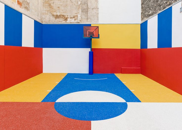 Pigalle basketball court tucked between Paris apartments