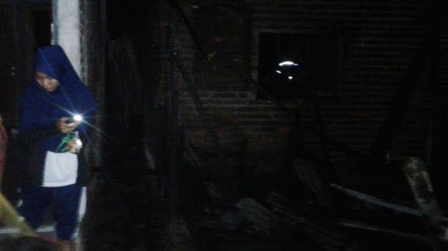 Sisa Pembakaran Tungku Kayu Hanguskan Dua Rumah Dua Sepeda Motor dan Alat Elektronik di Kudus http://ift.tt/2xd2UYC