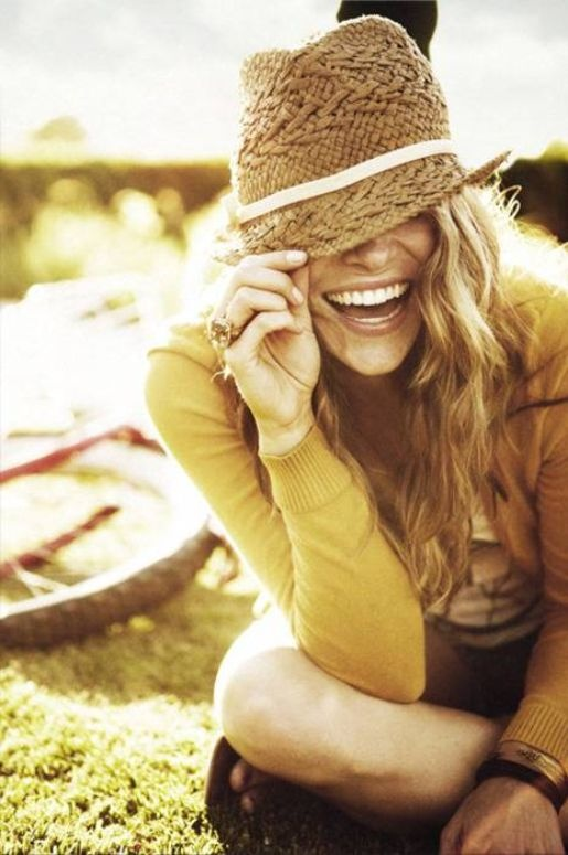 * love the hat.: Summer Hats, Style, Straws Hats, Cute Hats, Fedoras, Senior Photos, Pictures, Smile, Portraits