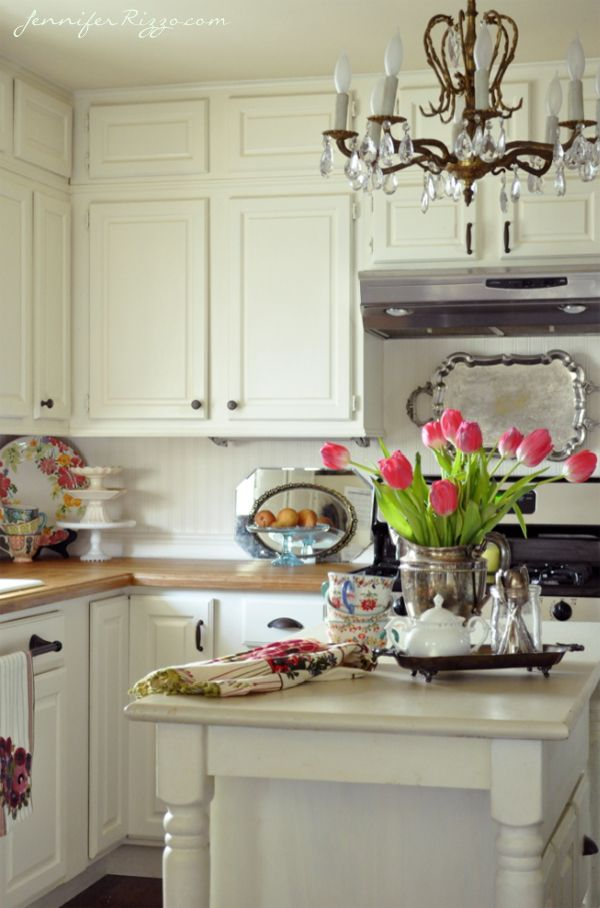 I spotted a few things I love in this photo, so repin I did. The kitchen layout with white cabinets looks a little like the kitchen I have right now.