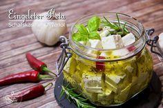 Griechenlandfeeling für Zuhause. Lasst uns ein Stückchen Sommer im Glas machen. Ganz einfach und ganz schnell. Eingelegter Schafskäse, so unwiderstehlich lecker. http://joyful-food.blogspot.de/2015/08/eingeleger-feta-schafskase-in-olivenol.html  #feta #Schafskäse #Foodblogger #lecker #Griechenland