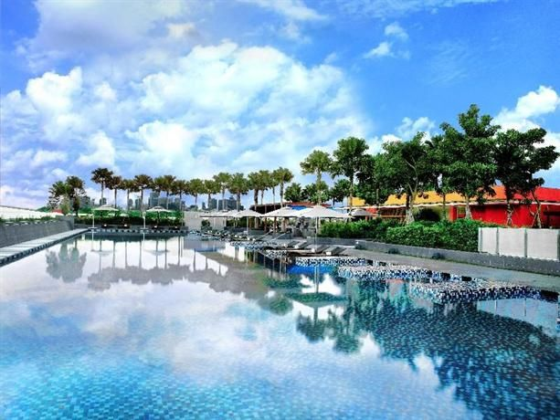 OopsnewsHotels - One Farrer Hotel & Spa. One Farrer Hotel & Spa provides 5-star accommodation in Singapore City Centre. It has a gym, as well as an outdoor pool, a Jacuzzi and a sauna.