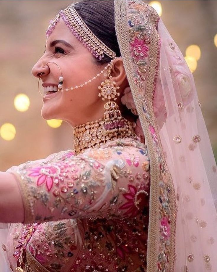 "906 Likes, 4 Comments - The Pakistani Bride By Iman (@thepakistanibride) on Instagram: ""#AnushkaSharma is beautiful beyond words in #Sabyasachi for her wedding in #Italy @anushkasharma…"""