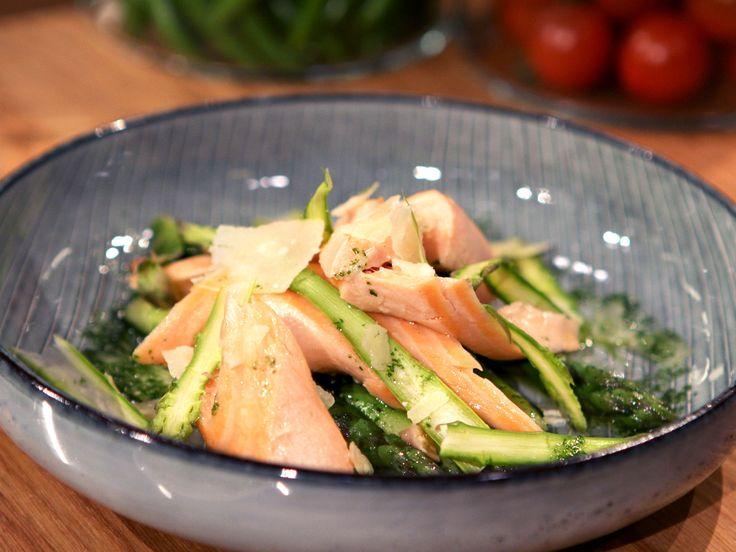 Pocherad lax med grön sparris och citronrisotto | Recept från Köket.se