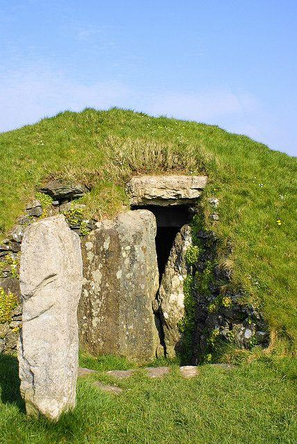 """vinmariani: """"Cymru on Flickr. Bryn Celli Ddu neolithic burial mound """""""