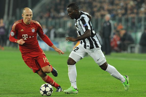 Kwadwo Asamoah (R) of Juventus in action against Arjen Robben.of FC Bayern Muenchen.during the UEFA Champions League quarter-final second leg match between Juventus and FC Bayern Muenchen at Juventus Arena on April 10, 2013 in Turin, Italy.