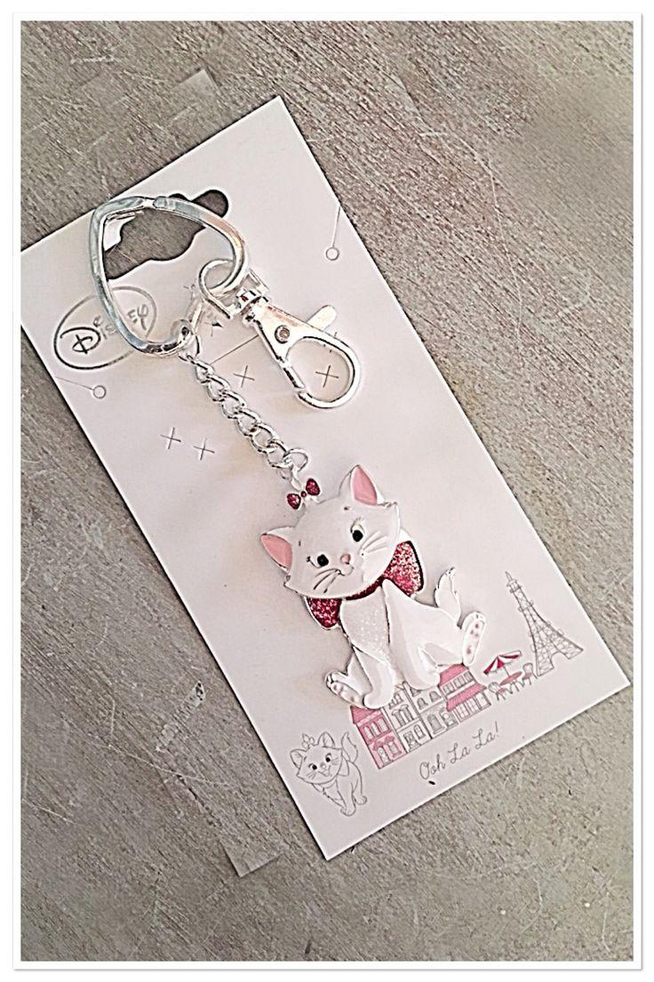 #new #key #bling !!! @disney @waltdisneyworld @fandfclothing 😽 #Disney #Disneyland #cat #keyring #keychain #keycharm #disneygirl #disneycat #thearistocats #crazycatlady #cat #cute #accessories #soidontlosemykeys #fblogger #instablog #fashion #fashionista #pearlsandvagabonds
