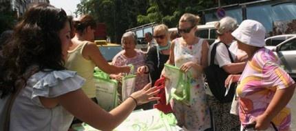 Az naylon çok yaşam. Bakırköy'de 100.000'in üzerinde sağlıklı bez torba dağıtıldı.