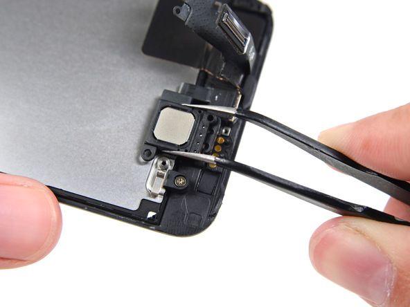 7. Hvis du bruker fingrene i stedet for pinsett, må du være forsiktig slik at du ikke berører gullkontaktene på frontpanelet og får fingerfett på disse.