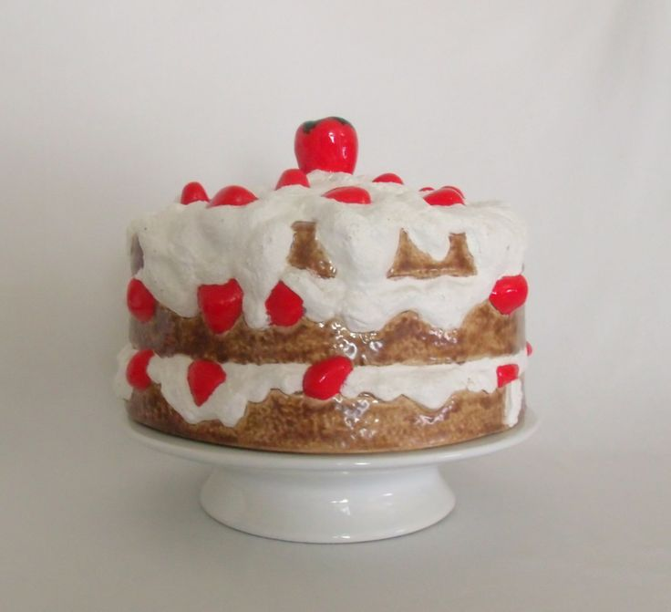Ceramic Cake Plate With Domed Lid Strawberry Shortcake