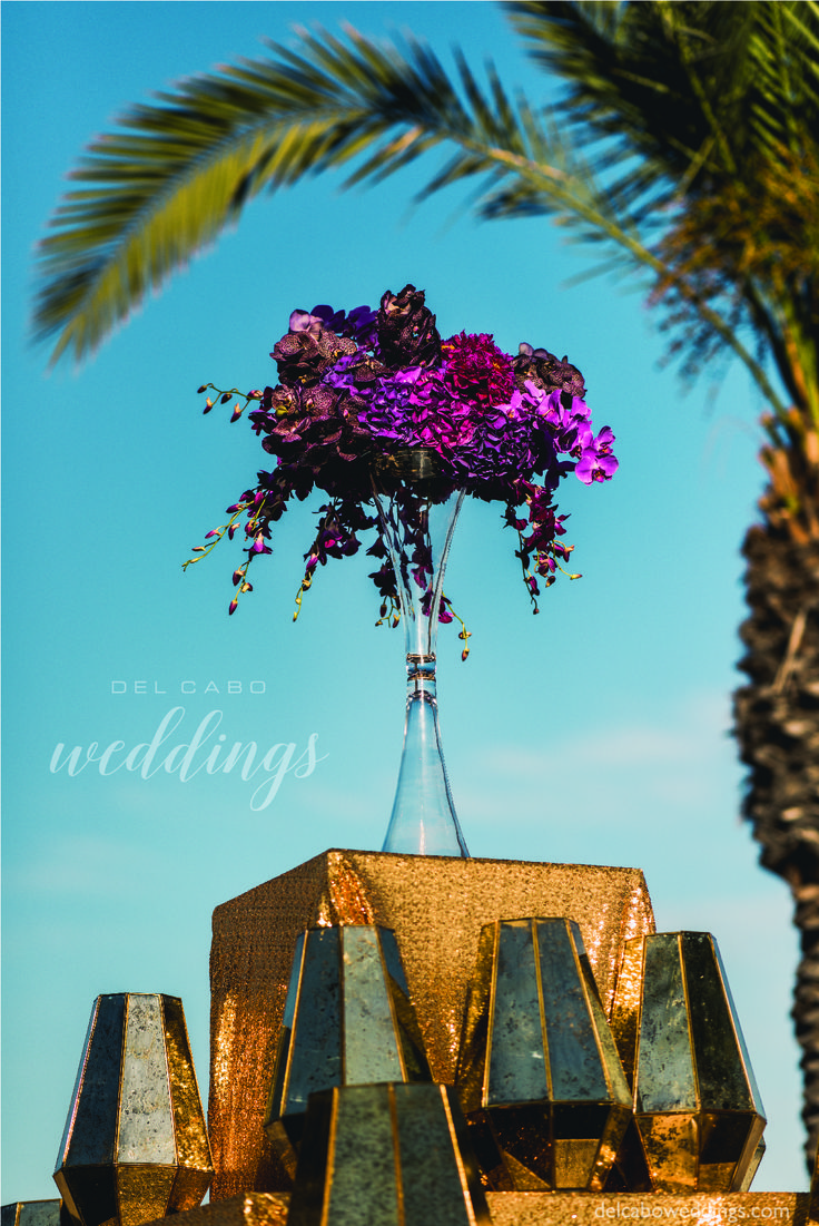 Del Cabo Weddings is a destination wedding planning and decor design company who excel at creating stunning and highly customized weddings. We take the time to help you create your wedding in YOUR style!