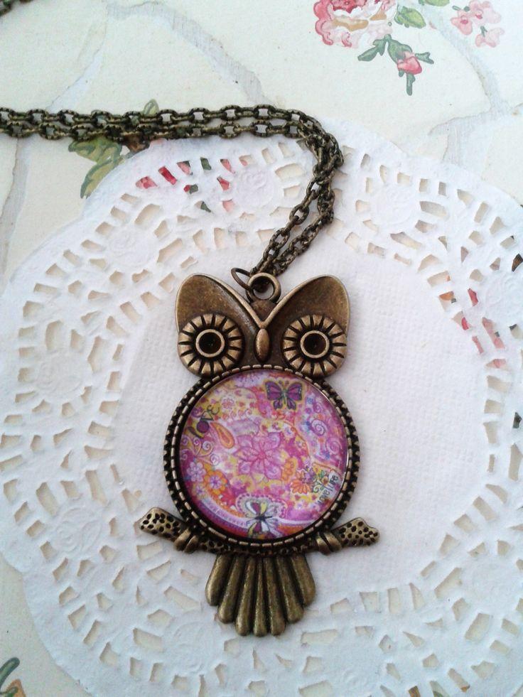 Bagoly formályű medálé virágos lencsével Owl pendant