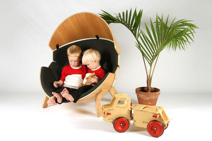 Hideaway, una sedia per bambini a forma di guscio http://www.differentdesign.it/hideaway-una-sedia-per-bambini-a-forma-di-guscio/ Una #sedia per bambini a forma di guscio, che offre un rifugio confortevole ed avvolgente.